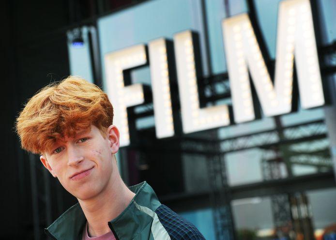 """Owen Kaat, jongerenprogrammeur van Film by the Sea: ,,Bij elke film die ik bekijk vraag ik me af: zouden de jongeren die ik ken hiernaartoe willen?"""""""