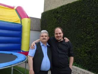 """""""Corona deed mijn broer in coma belanden"""": Patrick loopt 33 kilometer naar ziekenhuis. Het werd een tocht vol verrassingen"""