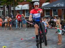 Mountainbike-topper verrast kinderen bij Breek de Week in Valkenswaard