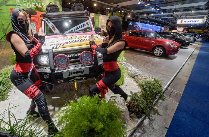 Deze hostessen die de 'Ninja'-editie van de Suzuki Jimny moesten promoten, beschikten in januari 2020 klaarblijkelijk over een goeie glazen bol. Hun ninja-maskers komen aardig in de buurt van mondmaskers.