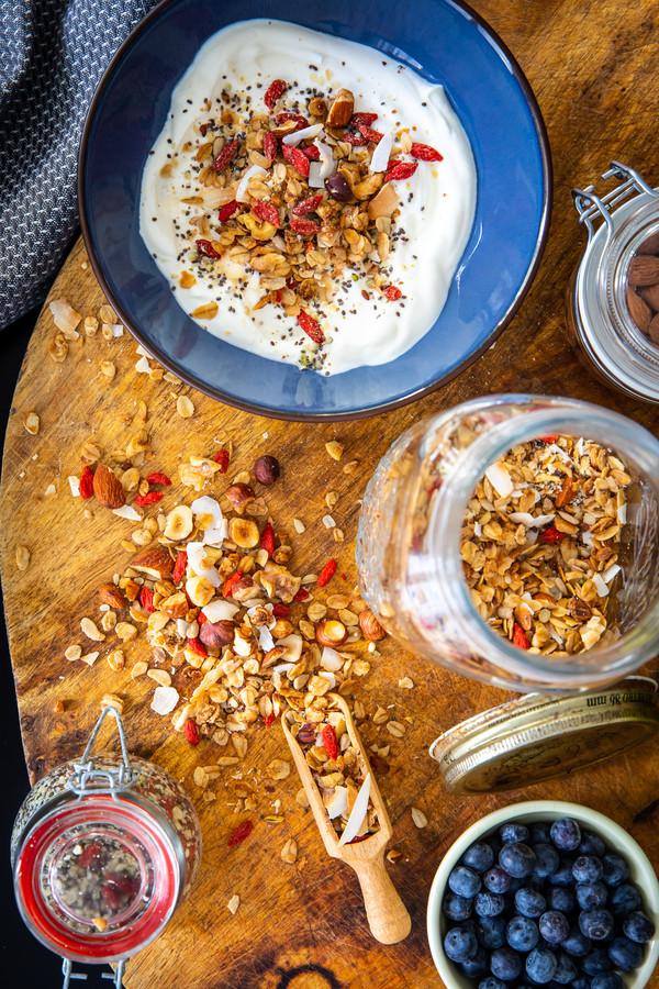 Granola met specerijen en olijfolie.