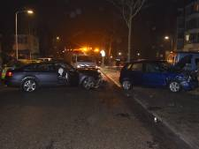 Twee auto's botsen tegen elkaar in Hatert