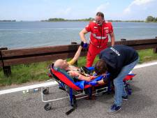 Van Emden breekt vijf ribben bij valpartij in Giro, hersenschudding voor Buchmann