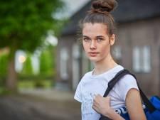 Volleybalster Anne (nu 16, toen 13) werd stiekem gefilmd bij het omkleden: 'Dit mag nooit meer iemand overkomen'