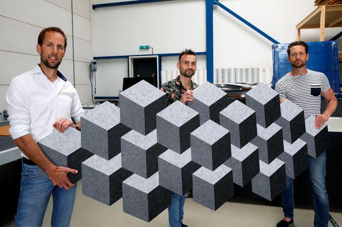 Ronald Hagenstein (midden), Niels Frenk (links) en Marc Reijm in hun fabriek in Hellevoetsluis. Met Viltr springen ze in op de ongemakken van de coronatijd