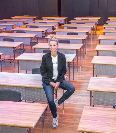 Zwolse Buitensoos omgetoverd in examenlokaal: 'Hiermee helpen we het onderwijs uit de brand'