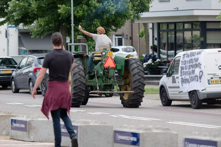 FDF-boer geeft de vinger. Beeld Johan Horst
