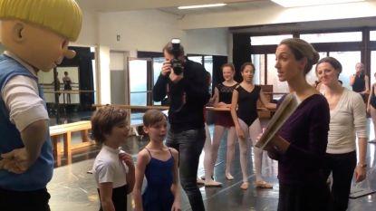 Jommeke verrast Hanne Decoutere tijdens balletrepetitie