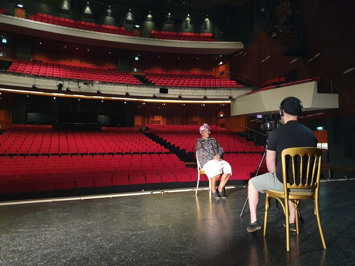 De theaters zijn dicht, maar het Rotterdamse sociale theatergezelschap Women Connected gaat ook in coronatijd door.