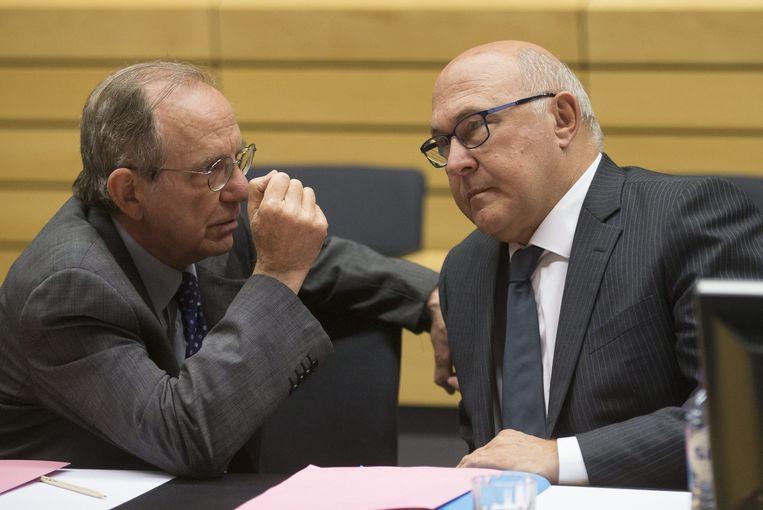 De Italiaanse minister Pier Carlo Padoan en zijn Franse evenknie Michel Sapin. Beeld EPA