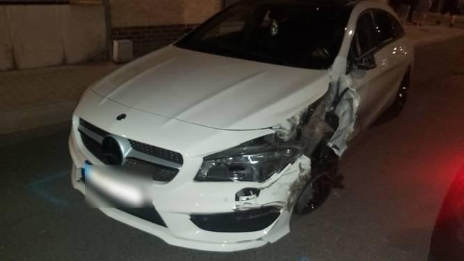 Agressieve bestuurder zonder rijbewijs en onder invloed van alcohol nacht in cel na ongeval