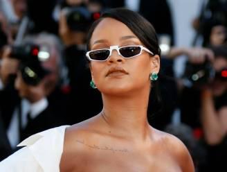 Rihanna leert kinderen rekenen in Malawi