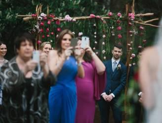 Dé huwelijksfoto die perfect illustreert waarom je beter geen smartphone meeneemt