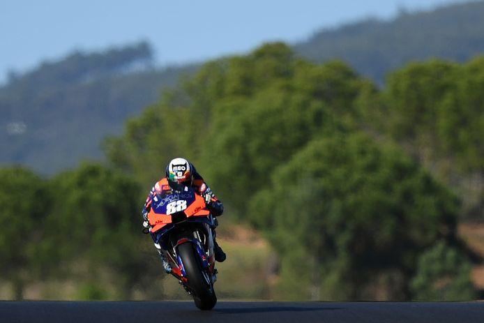 Miguel Oliveira op weg naar de overwinning in zijn thuisland Portugal.