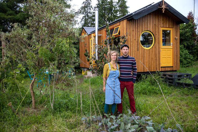 Het fenomeen tiny houses (kleine huizen), zoals van Dorenda Verhagen en Arjen van den Akker in Bergeijk, is een middel waarmee de woningnood op korte termijn kan worden verzacht. Foto DCI Media