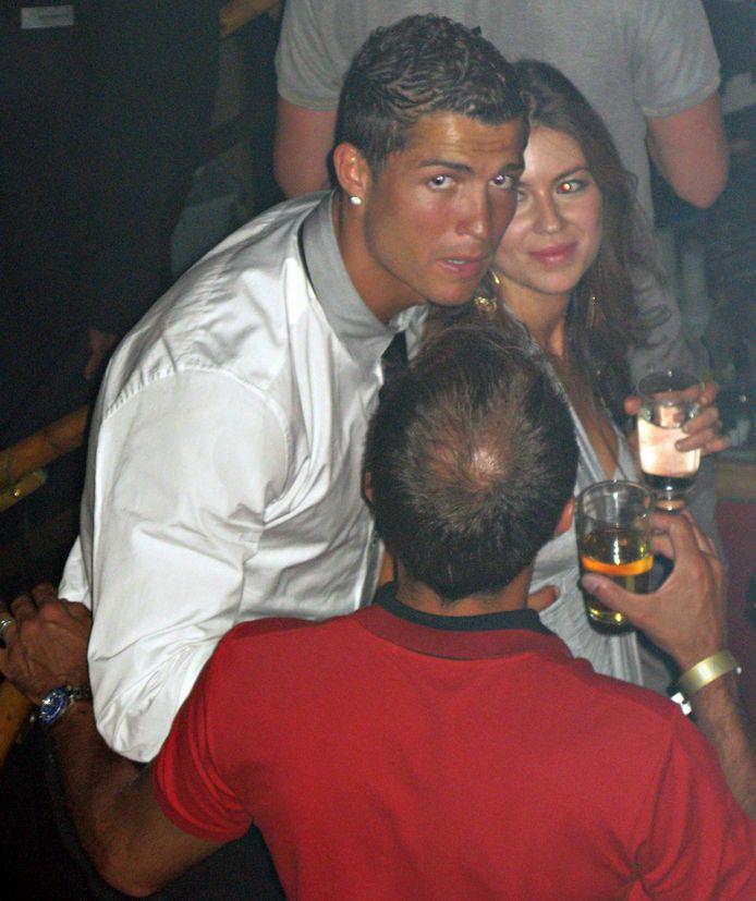 Cristiano Ronaldo op de foto met Kathryn Mayorga in juni 2009 in een nachtclub in Las Vegas.