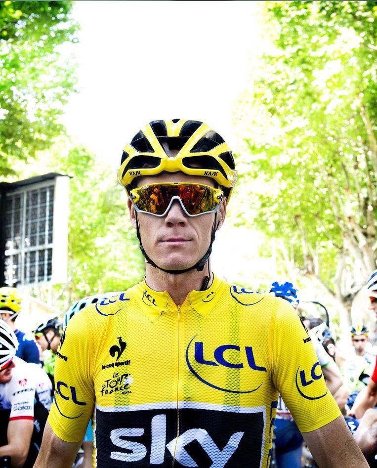 Chris Froome in Gap, voor de start van de rit naar Saint-Jean-de-Maurienne. Beeld Klaas Jan van der Weij