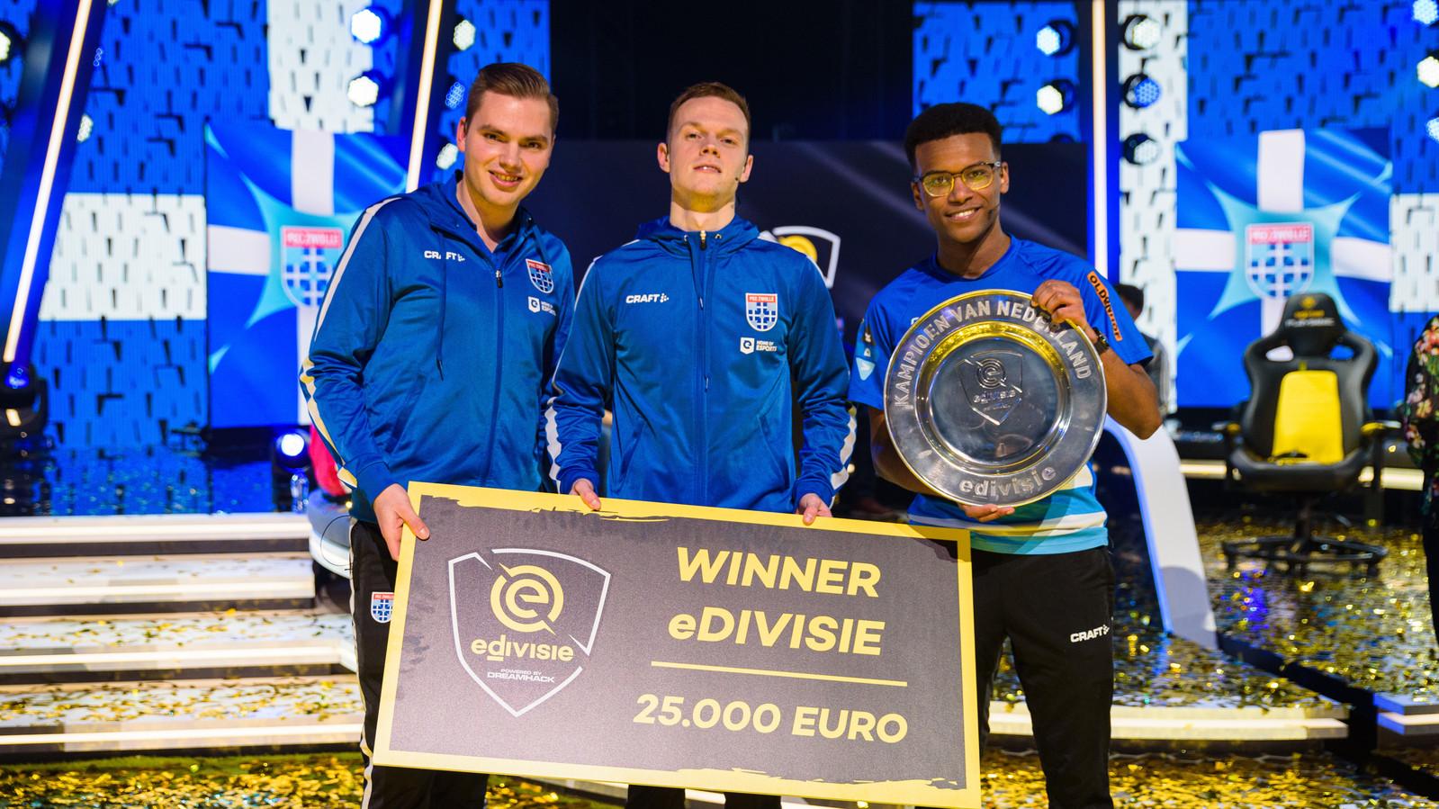Begin 2020 wonnen Tony Kok (midden) en Jonas Ghebrehiwot (rechts) 25.000 euro door de finale van de eDivisie in AFAS Live te winnen.
