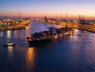 Zeeschip met recorddiepgang bereikt Antwerpse haven