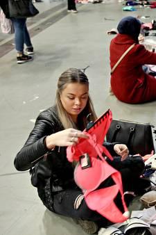 Uren in de rij voor spotgoedkope lingerie