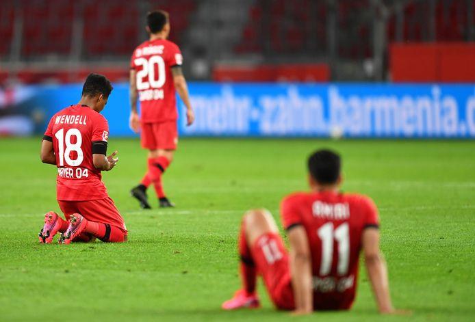 Teleurstelling bij de spelers van Bayer Leverkusen.