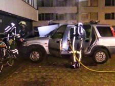 Geparkeerde auto brandt volledig uit in Enschede