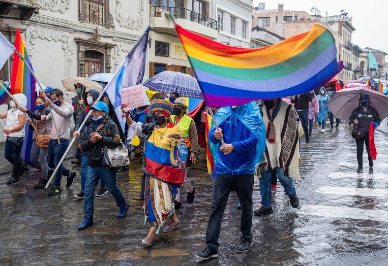 Aanhangers van de inheemse presidentskandidaat Yaku Pérez demonstreren om hun eis kracht bij te zetten. Beeld Reuters