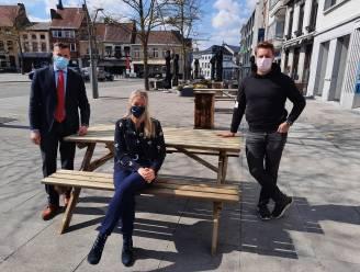 Stadsbestuur plaatst picknicktafels in het stadscentrum