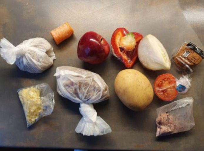 Les colis envoyés aux familles les plus précaires pour nourrir les enfants une semaine laissent sans voix