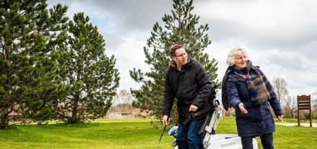 Actie voor golfers met beperking levert 2500 euro op