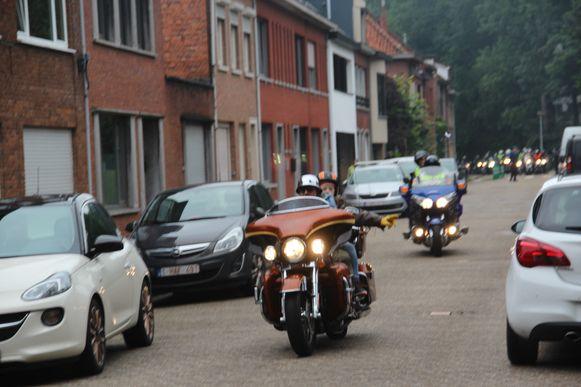 Harley Davidson Peirsman uit 'Don't Worry Be Happy' werd naar zijn communie gebracht met een stoet van motards in zijn kielzog