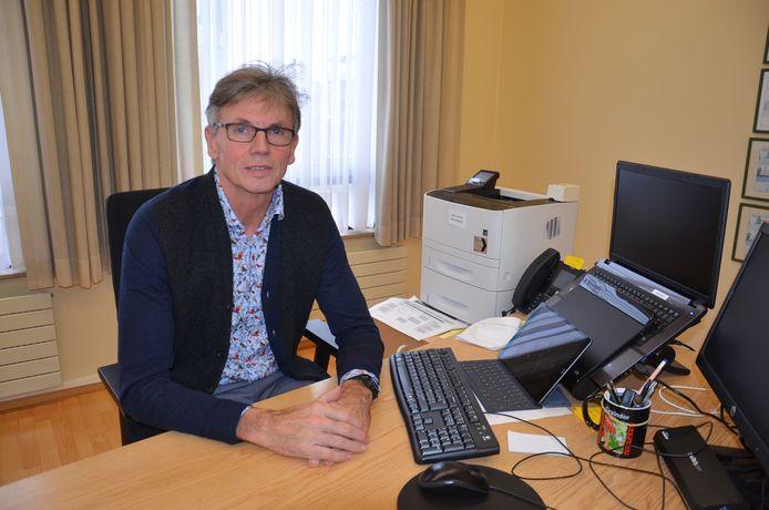 Joost Arents in het stadhuis van Ninove.
