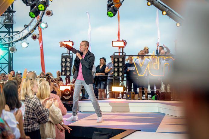 Sam Gooris, hier tijdens Tien Om Te Zien 'anno 2021', staat dit weekend op het schlagerfestival in De Casino.
