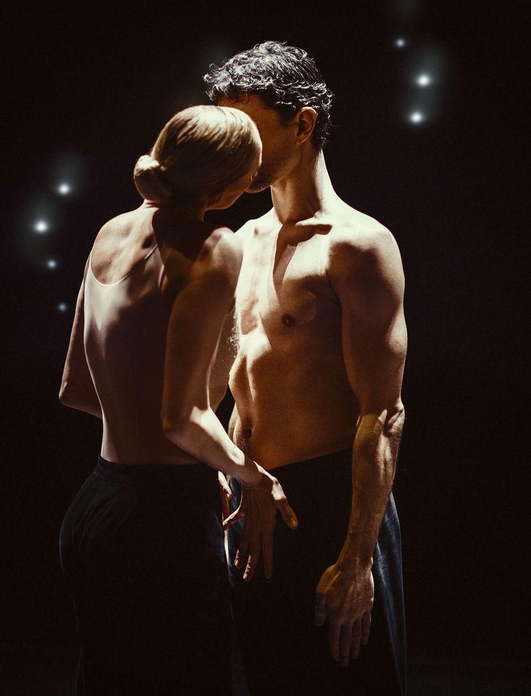 Anna Jung en Jorge Nozal in Woke Up Blind van Marco Goecke door het Nederlands Dans Theater 1. Beeld Rahi Rezvani