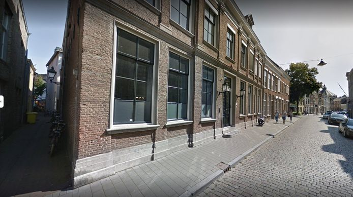 In de Postelstraat werd een inbraak gepleegd in het pand waar architectenbureau de Twee Snoeken is gevestigd. De verdachte stond deze week terecht en begon na het vonnis volop te schelden.
