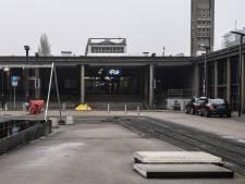 Enschedeër glijdt uit op Stationsplein en krijgt tien hechtingen in zijn hoofd: 'Het is daar levensgevaarlijk'