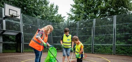 Goed bezig Jaimy (10): gezinsleden halen wekelijks zakken zwerfafval uit Almelose wijk Windmolenbroek