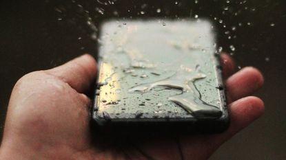 Hoe waterdicht zijn smartphones nu écht?