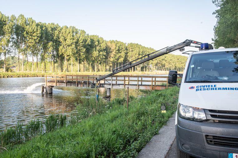Op tal van plaatsen langs de Schelde tussen Kerkhove en Gent staan pompinstallaties om het zuurstofgehalte in het water te verhogen. Die operatie lijkt haar vruchten af te werpen.