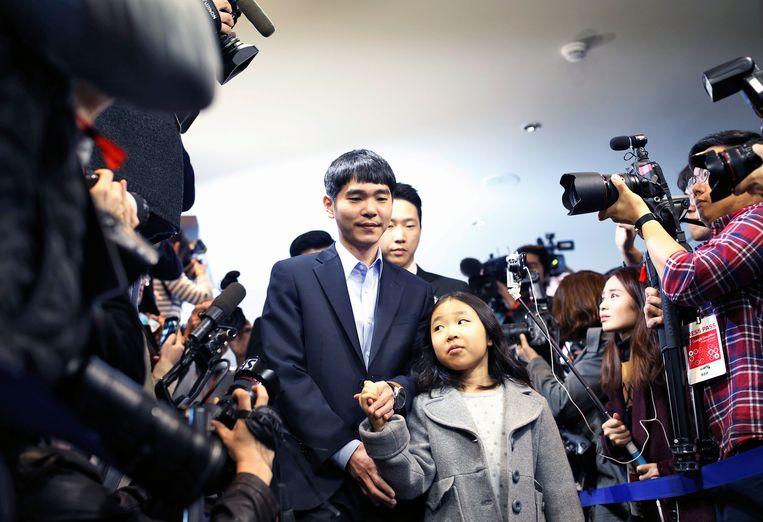 Lee Se-dol met zijn dochter in het Four Seasons-hotel in Seoul, waar de wedstrijd plaatsvond.