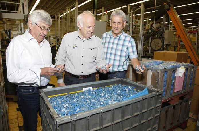 Initiatiefnemers van het boek: vlnr Johan de Wispelaere, Willy Taelman en Frans de Belie bij een bak starters.