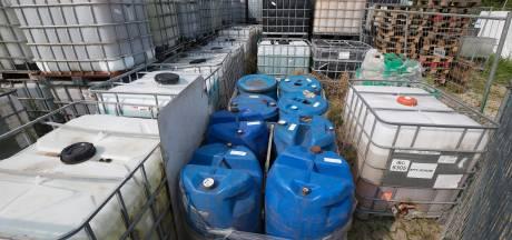 Boumans wil diepgravend onderzoek hoe er 1300 gifvaten kunnen staan aan de Voltastraat