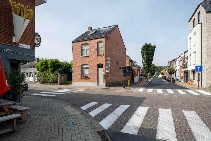 De gemeente koopt het huis op de hoek van de Sint-Amandsesteenweg met de Kloosterstraat aan.