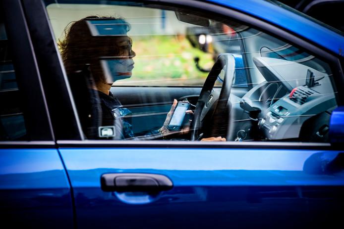 Politie schrijft meer 'belboetes' uit door scherper toezicht