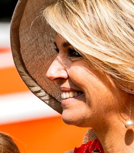 Koningin Máxima bedankt Leerdamse glasblazer met briefje
