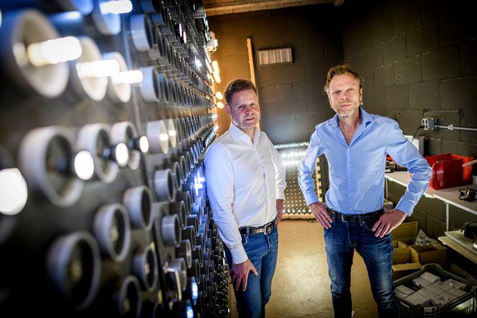 Directeur Gert Nijland (rechts) en investeerder Nico Niehoff van Dei Capital die instapte bij Techmar.