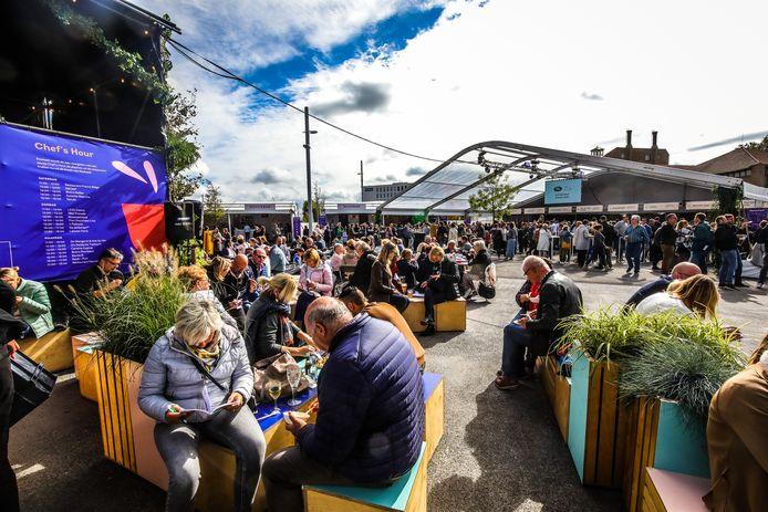 Culinaire gerechtjes van verscheidene Brugse chefs op één locatie proeven: het zal wachten zijn tot september 2022.
