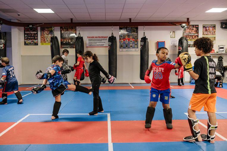 Kinderen tijdens de training bij sportschool Pancration in Noord. Beeld Marc Driessen