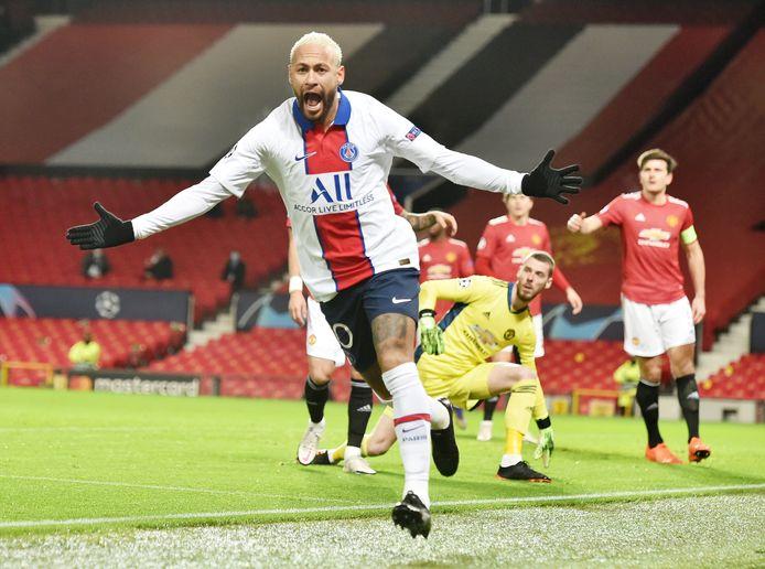 Neymar maakte de 0-1 en 1-3 namens Paris Saint-Germain op een leeg Old Trafford.