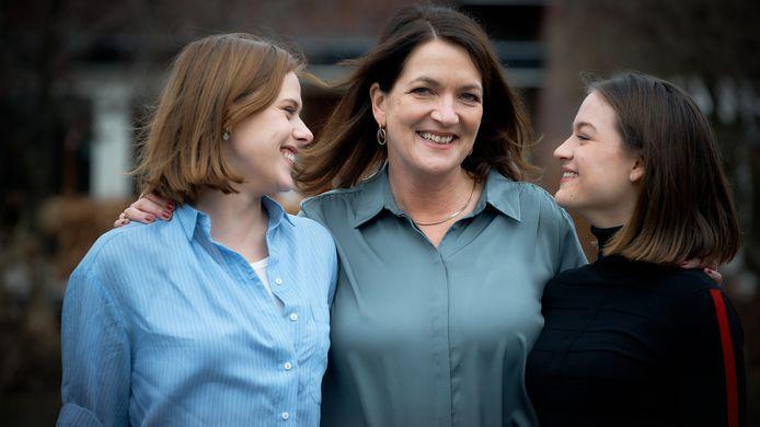 Susan Radder (als Lieke Meijer), Malou Gorter (als Merel Larooi) en Juna de Leeuw (als Hansje Meijer).